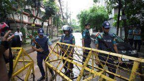 Bangladesh entrega 15.000 euros a familiares de 20 muertos en ataque de Dacca