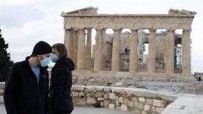Grecia pide apoyo de médicos privados por COVID