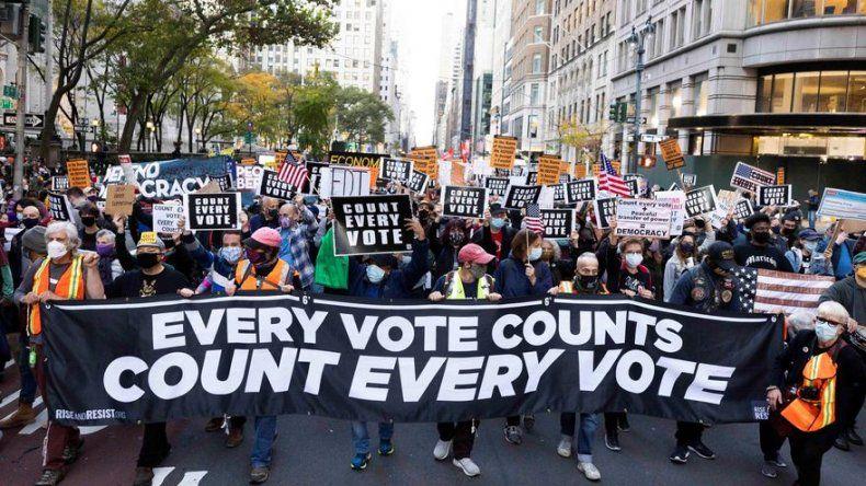 Protestas en Nueva York contra los intentos de Trump de frenar escrutinio