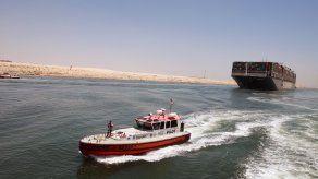El Ever Given bloqueó el tráfico marítimo a través del canal de Suez durante seis días, provocando un atasco de cientos de embarcaciones en el mar Rojo y el Mediterráneo.