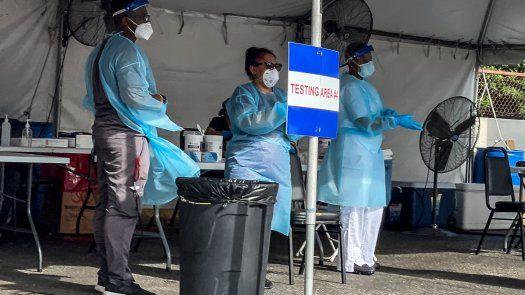 Florida está en medio de la ola más letal de COVID-19 desde el comienzo de la pandemia, un desastre impulsado por la variante delta del coronavirus, más contagiosa.