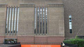 Acusado de intento de asesinato el sospechoso de empujar a niño al vacío en museo de Londres