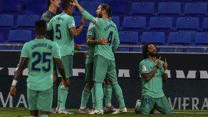 Magia de Benzema aleja al Real Madrid del Barcelona