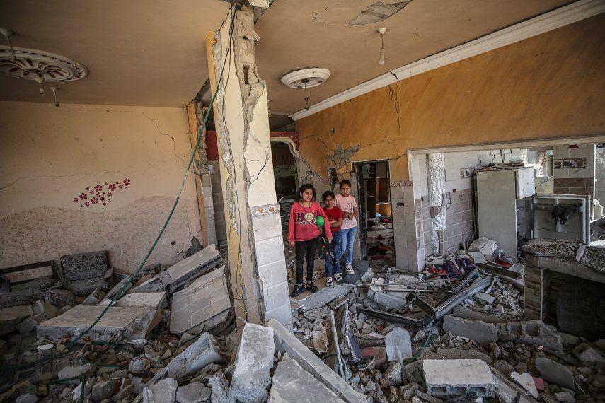 Los ataques con misiles destruyeron o dañaron 450 edificios en Gaza