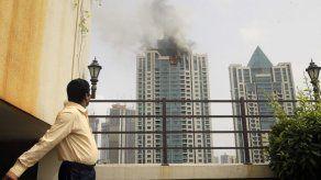 Cuatro heridos por incendio en torre residencial en Mumbai