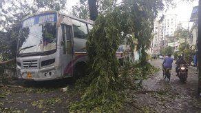 Un destructivo ciclón deja 24 muertos en India y Bangladesh