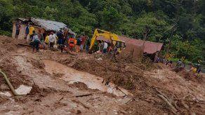 Ascienden a cuatro los fallecidos y ocho heridos por deslizamiento en Ecuador