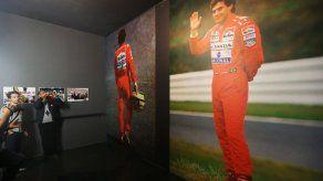 Aficionados y deportistas recuerdan a Ayrton Senna en el circuito de Imola