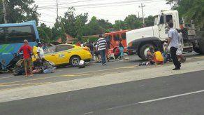 Al menos 7 heridos en una colisión entre un taxi y un bus de Las Tablas-Panamá