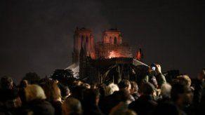 París está desfigurada: lágrimas y conmoción por el incendio en Notre Dame