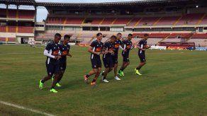 Vargas y Chen en carrera para jugar ante Costa Rica