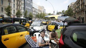 España intenta parar huelga de taxis por servicios privados