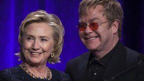 Elton John rinde homenaje a Hillary Clinton