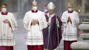 Vaticano podría despedir a quien rechace vacuna para COVID