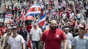 Cientos marchan en Costa Rica contra nuevos impuestos en acuerdo con FMI
