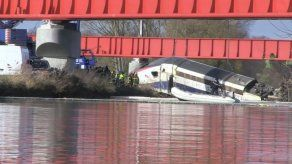 Investigadores intentan aclarar circunstancias de accidente de tren en Francia
