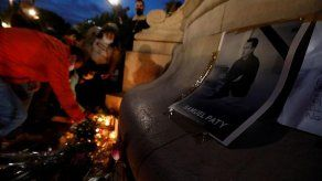 Francia homenajea como a un héroe al profesor decapitado