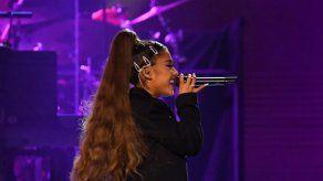 Ariana Grande anuncia la fecha de lanzamiento de la edición deluxe de Positions