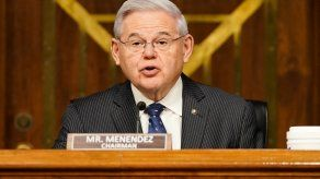 El demócrata BobMenéndez es uno de los senadores que recomienda el envío de vacunas a América Latina.