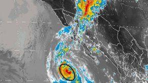 Dolores se debilita a tormenta tropical lejos de la costa mexicana