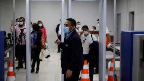 El Salvador prohíbe ingreso desde el Reino Unido y Sudáfrica por virus mutado