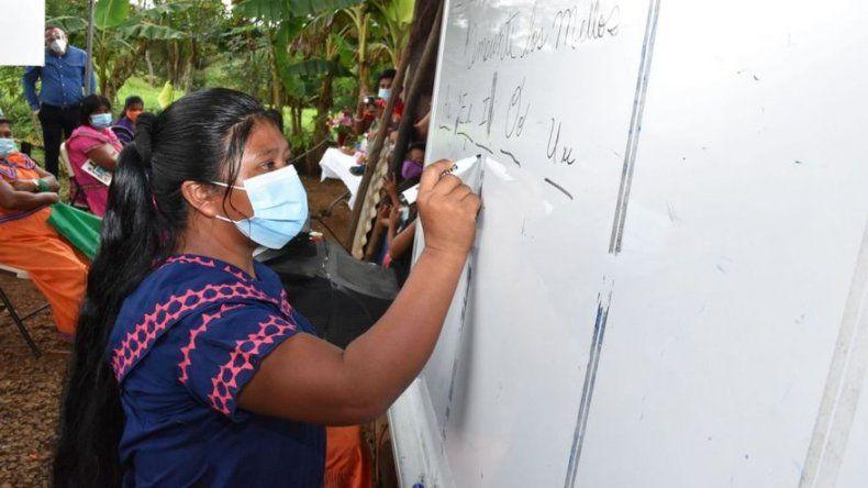 """Programa """"Muévete por Panamá, Yo sí Puedo"""" ha permitido a 819 personas alfabetizarse durante pandemia"""