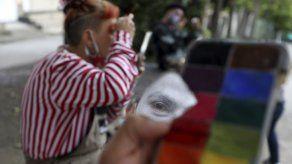 Circo callejero colombiano intercambia show por alimentos
