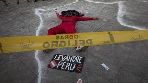 Perú cambia a mando policial tras protestas con 2 muertos