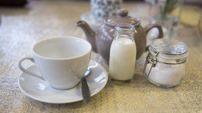 Debate británico zanjado: el agua antes que la leche en una taza de té