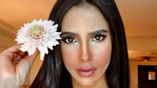 Es mi pollita hermosa, la supervisora de Miss Universo sobre Señorita Panamá, Carmen Jaramillo