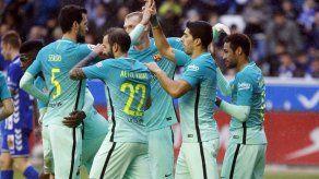 Suárez y Messi destrozan al Alavés y el Barsa se pone líder