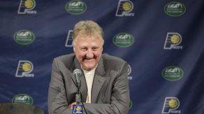 Bird deja el cargo de presidente de los Pacers