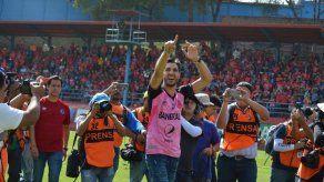 Jaime Penedo recibió emocionante homenaje en Guatemala con Municipal