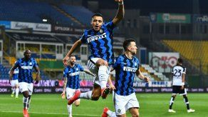 El líder Inter gana 2-1 en Parma con doblete de Alexis Sánchez