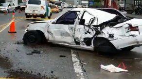 Persecución policial por robo de un auto termina en accidente de tránsito