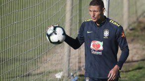 Richarlison espera enfrentar a Argentina tras sufrir paperas