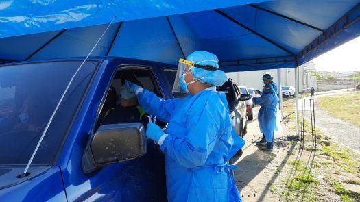 El Minsa sigue efectuando hisopados express en San Miguelito para detectar más casos de COVID-19.