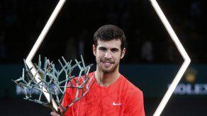 Khachanov vence a Djokovic al coronarse en Masters de París