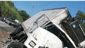 Tres obreros mueren tras ser atropellados por un camión en la vía Centenario
