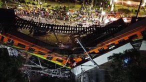 Vista aérea realizada con un drone que muestra el colapso de los vagones del metro, en la Ciudad de México (México).