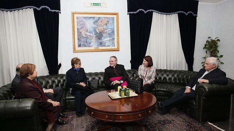 Pareja presidencial y exmandataria Moscoso llegan a Roma para audiencia con el Papa