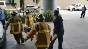 Trabajador sufre heridas tras accidentarse en un montacargas