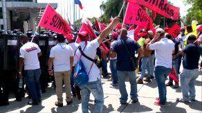 Trabajadores de la construcción protestan en rechazo al diálogo por la CSS