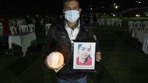 Guatemala inicia funerales de migrantes asesinados en México