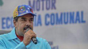 Maduro muestra su músculo militar en medio de llamados al diálogo