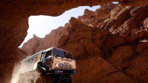 Un camión del Dakar llegó a Francia desde Chile con 1