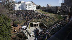Miles se manifiestan en Virginia a favor de control de armas