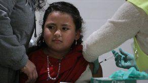 Perú vacuna a millones de niños contra sarampión