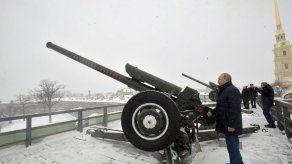 Putin dispara un cañón durante la Navidad rusa