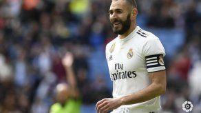 Benzema rescata al Real Madrid ante el Eibar